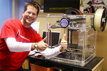 Ein 3D-Drucker ist eine Maschine, die dreidimensionale Werkstücke aufbaut.