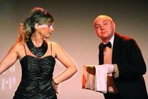 Stephan Stark zusammen mit Eva Thiel als Butler Howard