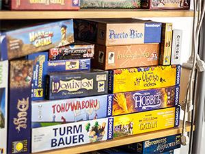 Sammlung von Brettspielen im Coworking Space Nürnberg