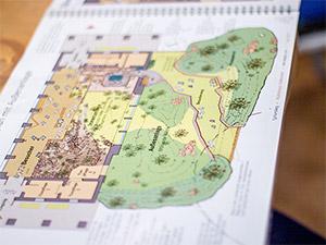 Bild mit Plänen und Zeichnungen von neuen Plänen im Tiergarten Nürnberg