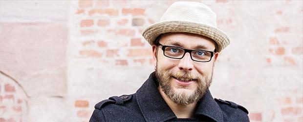 Portrait Michael Jakob Poetry Slam Legende und Moderator