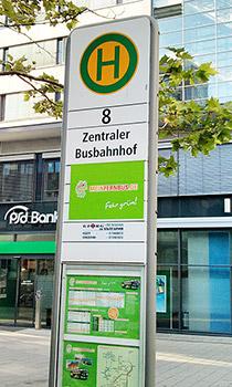 Bussteig 8 am Zentralen Busbahnhof in Nürnberg