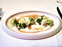 Erster Gang, Broccoli mit Stachelbeeren - sehr lecker. Vor allen Dingen die Kombination mit Erdnuss hat mir sehr gut geschmeckt.