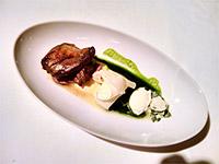 Fünfter Gang: Taube mit Petersilienwurzel und an diesem Gericht fand ich, neben dem super Fleisch, das naturfrische Aroma des Gerichts überraschend.