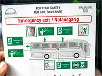 Informationen zu den Notausgängen im Bus