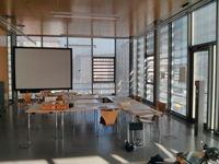 Tische und Stühle sind vorhanden im unseren Studio im KunstKulturQuartier.