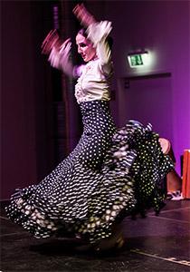 Montserrat Suárez beim Flamenco tanzen