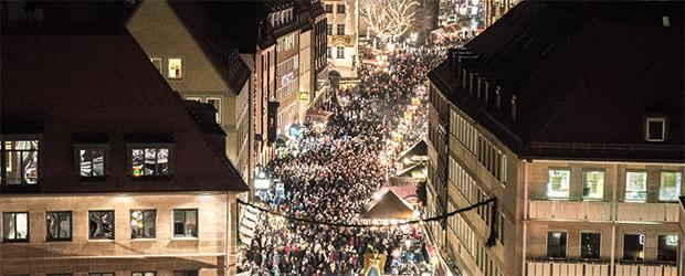 Teresa Treuheit eröffnet den weltbekannten Nürnberger Christkindlesmarkt