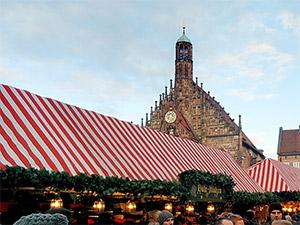 Blick über die Dächer des Nürnberger Christkindlesmarkts