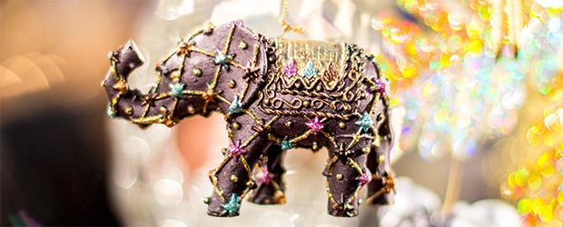 Ein Elefant als Christbaumschmuck auf dem Christkindlesmarkt Nürnberg