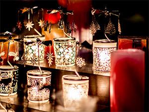 Lichter in der Nacht auf dem Nürnberger Christkindlesmarkts