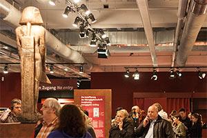 Besucher Tutanchamun Ausstellung Nürnberg