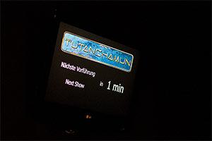 Wartezeit Filmvorführung Tutanchamun Ausstellung Nürnberg