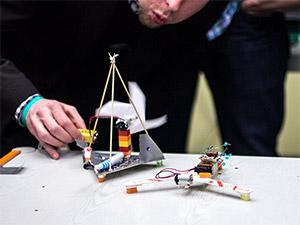 Das Duell der Zahnbürsten-Roboter auf dem OpenUp Camp 2014 in Nürnberg