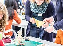 Zahnbürsten-Roboter-Rennen in der Vorabendveranstaltung des OpenUp Camps 2014 in Nürnberg
