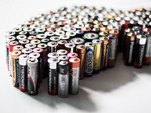 Ein Elektroauto nur aus Batterien von hinten