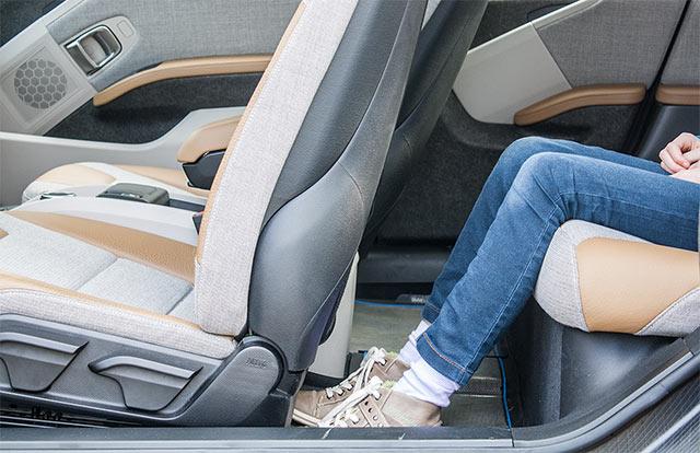 Elektroauto BMW Fußraum Fond