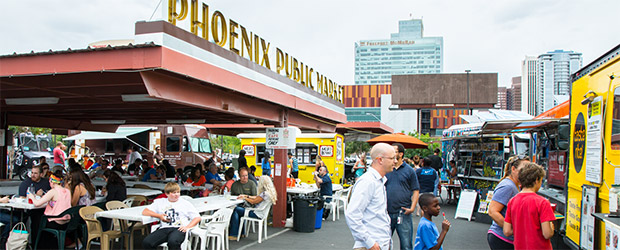 Phoenix Public Marketing zur Mittagszeit mit viele Food Trucks
