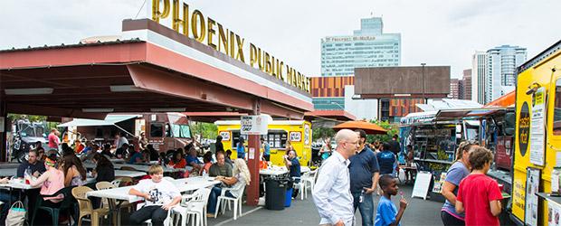 Phoenix Public Marketing zur Mittagszeit mit viele Food Trucks