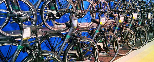 Viele Fahrräder in einer Reihe