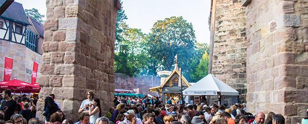 Fränkisches Bierfest unter der Vestnertorbrücke