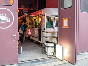 Blick in die Garage von Vatos Tacos