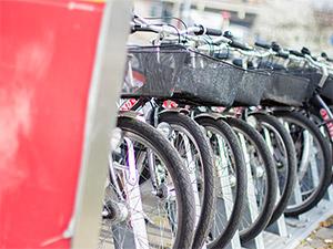 Fahrräder an einer Station
