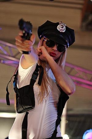 Polizistin Erotikmesse