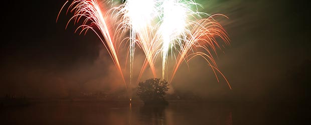 Feuerwerk über See