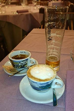 Espressotassen und Bierglas