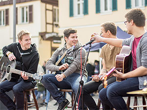 RoundUp ON TOUR Street Musik