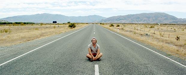 Felix Starck einsam auf der Straße