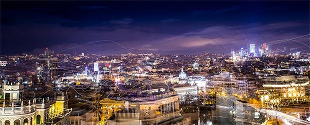 Mehrfachbelichtung eines Blicks über die Dächer von Madrid