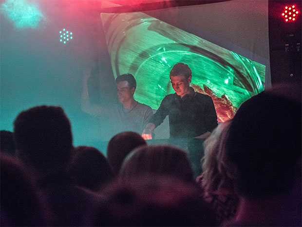 DJs auf dem ersten Night Market