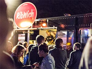 Ribwich Foodtruck in der Nacht