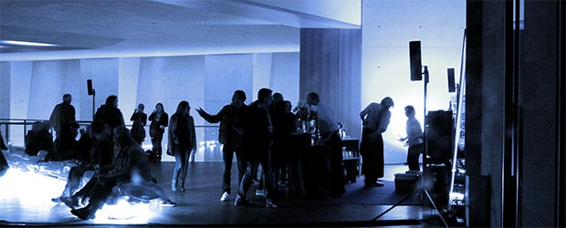 Neues Museum an den blauen Nacht