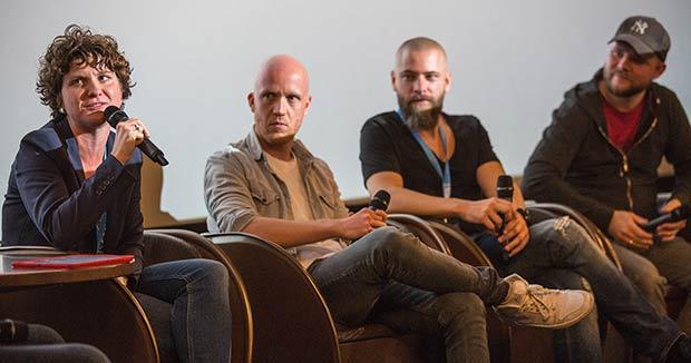 vier Podiumsteilnehmer auf Bühne im Cinecitta Nürnberg