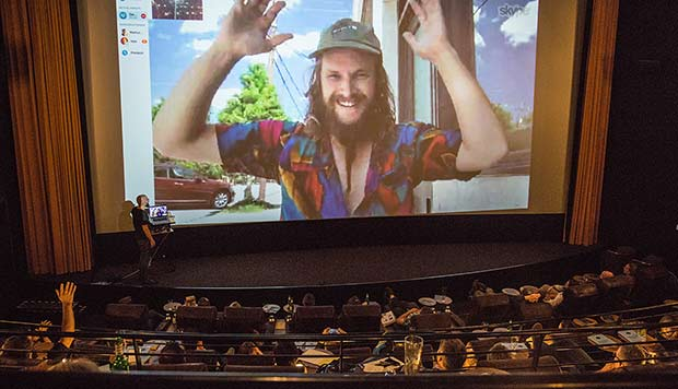 Skype Kinosaal mit Zach Crain