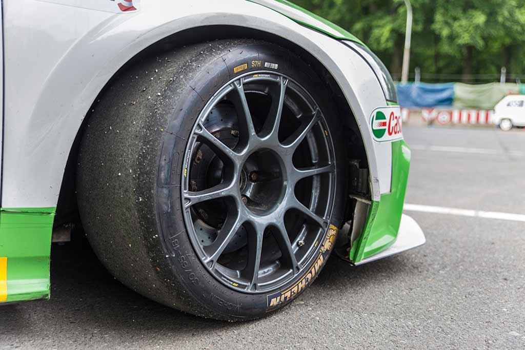 Vorderrad Rennreifen Audi TT-RS