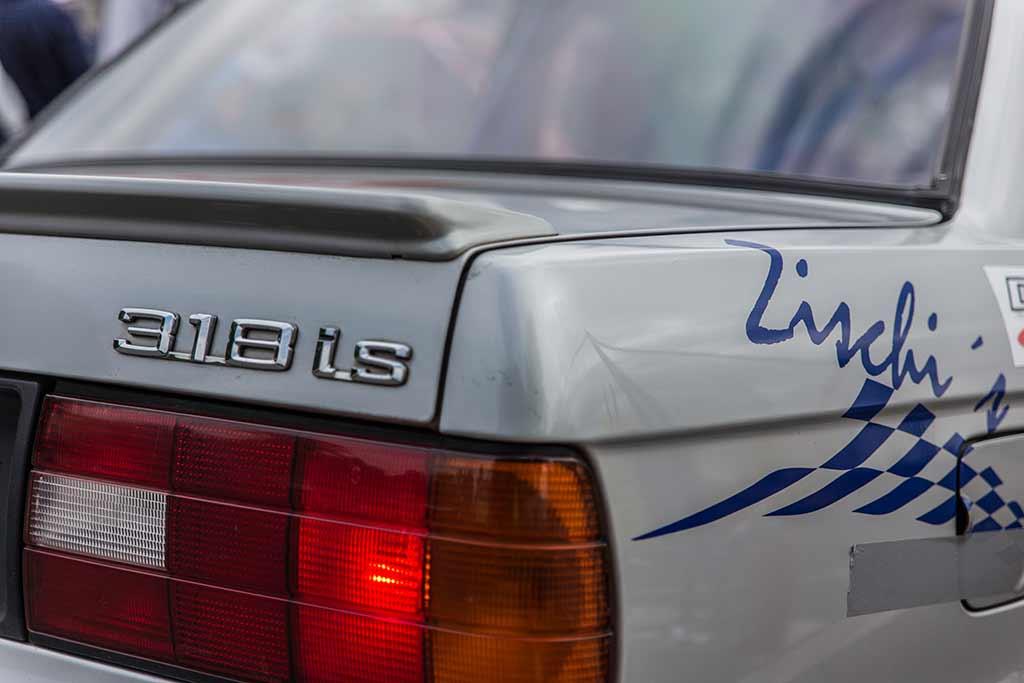 Markenschriftzug BMW 318is Heck