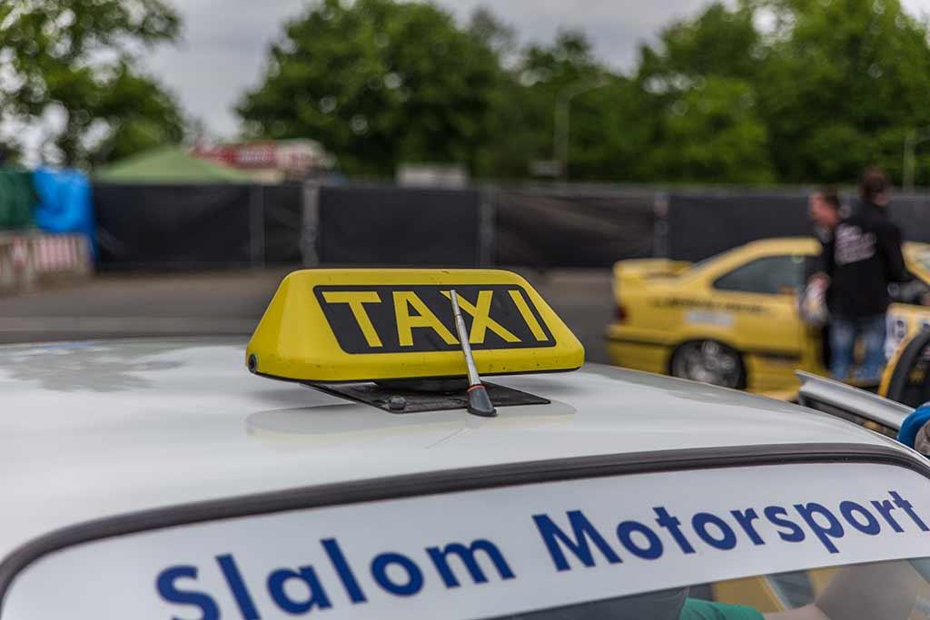 Taxi-Schild Renntaxi