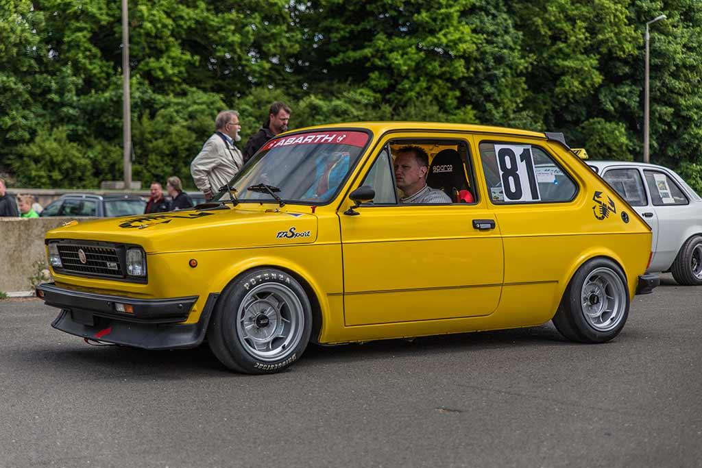 knallgelber Fiat Rennwagen