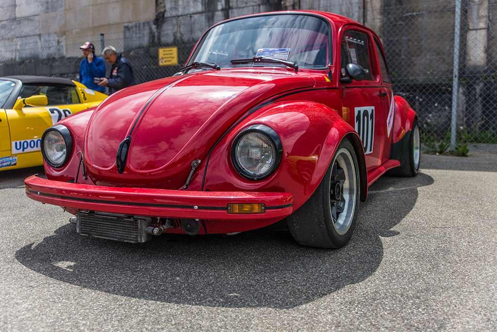 roter VW Käfer Frontansicht