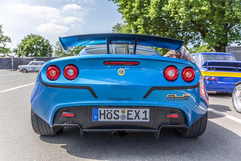 Heckansicht blauer Lotus Exige