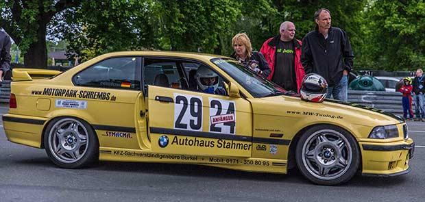 gelber BMW M3 Renntaxi
