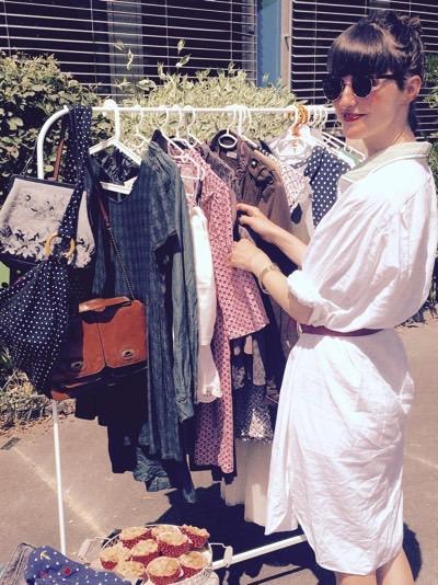 Theresa auf dem Mädchenflohmarkt