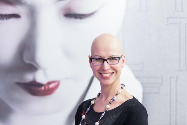 Sabine Wirth mit Glatze