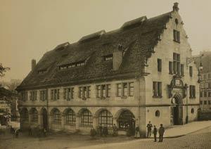 Die Markthalle im Südosten des Trödelmarktes, 1897.