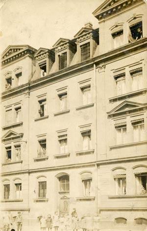 Ein anderes Schuckert'sches Haus in der Gugelstraße 103, aufgenommen zwischen 1905 und 1912. Es wurde im Zweiten Weltkrieg zerstört.