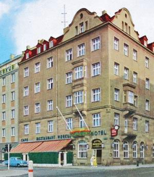 Das Ringhotel Loew's Merkur gegenüber dem Haus Celtisplatz 8, aufgenommen zwischen 1958 und 1963.